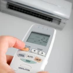Ar condicionado split sendo ligado