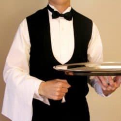 Garçom para servir convidados