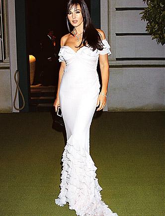Monica Bellucci: Dios bendiga esas curvas.