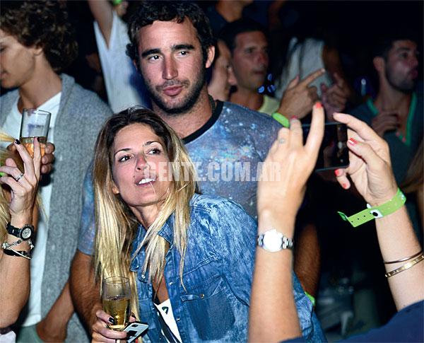Paparazzi publicó las primeras fotos de Eduardo y Vito caminando juntos por Las Cañitas en noviembre de 2009, que desataron la ira de la hija de Susana.