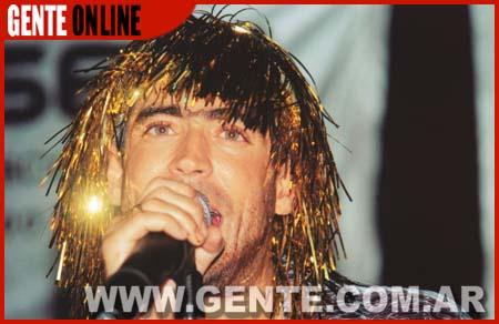 Al final de la noche, cuando Rodrigo se disfrazó con una peluca dorada y cantó cuarteto para los 200 invitados que estuvieron esa noche en el boliche Sunset de Olivos.