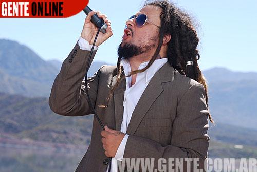 El percusionista, vocalista y compositor se siente orgulloso de La Lava, el track número 3 del disco, de su autoría. Un sonido nuevo para los Karamelo.