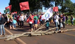 Organizações bloqueiam rodovia para denunciar violência contra mulher