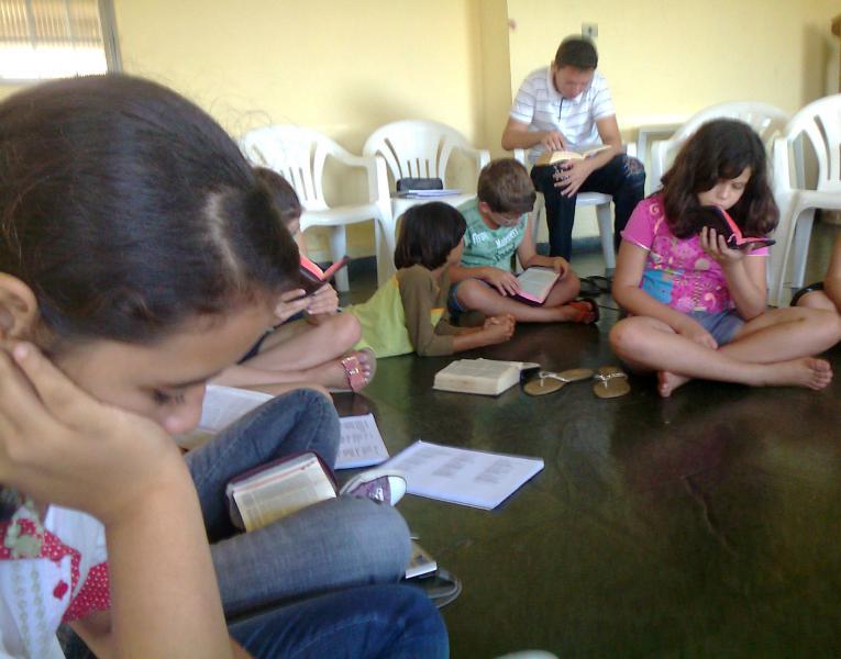 CEBI-GO: Rute, Noemi, Débora… no meio de crianças e adolescentes