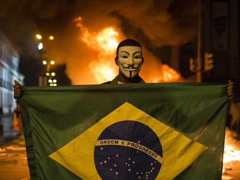 Governo estuda punir mascarados em protestos com até dez anos de prisão