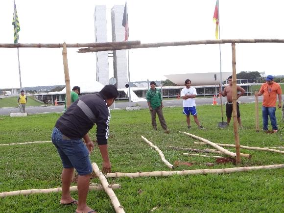 Índios Kaingang acampam na Esplanada dos Ministérios