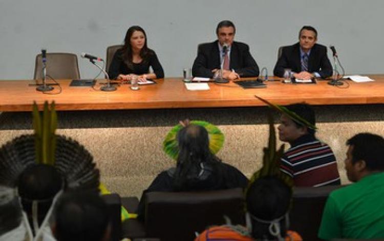 Indígenas saem insatisfeitos de reunião com Cardozo sobre demarcações