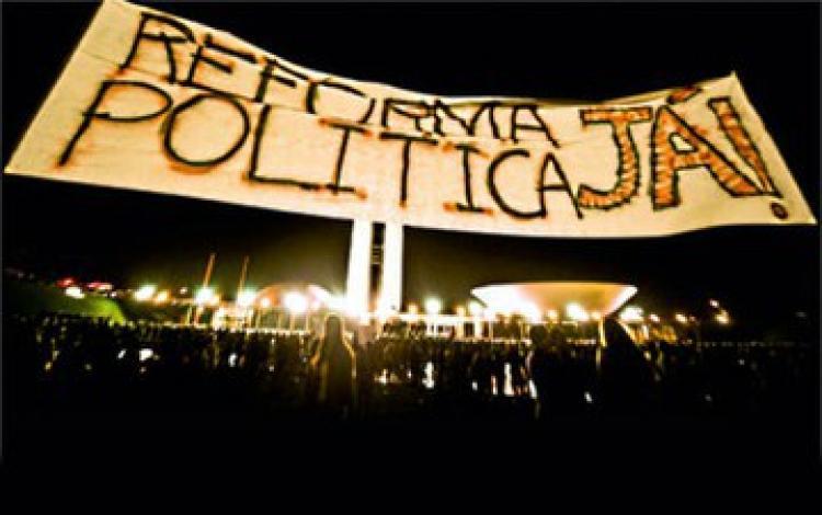 Movimentos sociais organizam plebiscito popular em defesa da Constituinte exclusiva para reforma política no Brasil