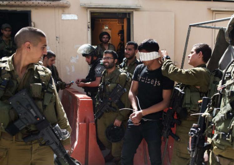 Com ameaça de nova agressão, tropas de Israel reprimem palestinos