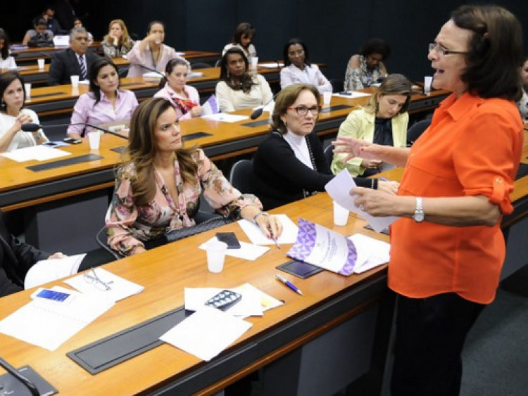 Bancada feminina quer cota de 30% das cadeiras do Congresso para mulheres