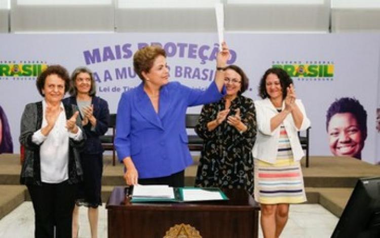 'Em briga de marido e mulher, se mete a colher sim', defende Dilma