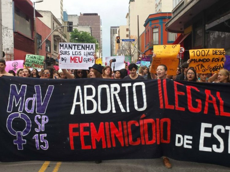 Marcha das Vadias em São Paulo pede legalização do aborto