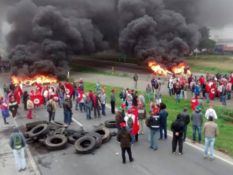 Dia Nacional de Manifestações e Paralisações: MST realiza diversas ações pelo Brasil