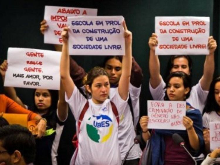 Entidades repudiam retirada da questão de gênero dos planos de Educação