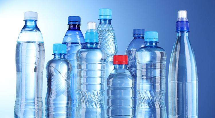 Rede Ecumênica quer eliminar água em garrafa no mundo