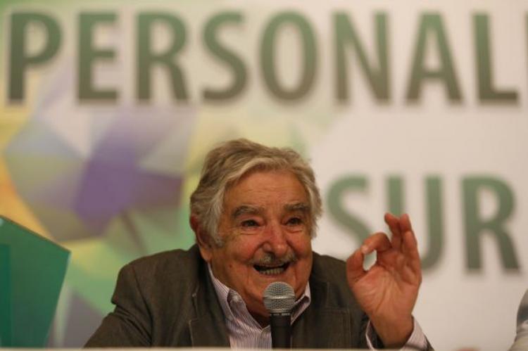"""Mujica critica brasileiros que pedem volta da ditadura: """"são loucos... loucos!"""""""