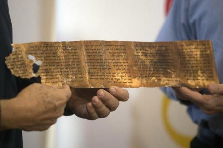 Mais antiga cópia dos Dez Mandamentos é exibida em Israel