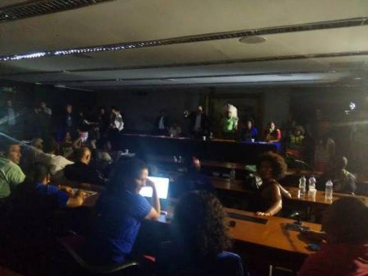 Mais de 200 pessoas realizam vigília na Câmara dos Deputados
