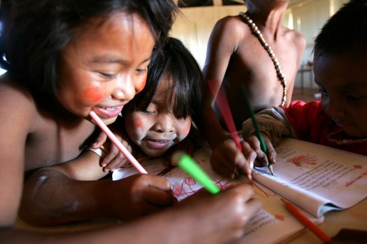 Veto presidencial impede a melhoria da educação escolar indígena no Brasil