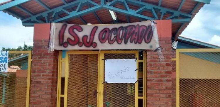 Estudantes de Goiás denunciam invasão ilegal a escola ocupada e agressão por PMs