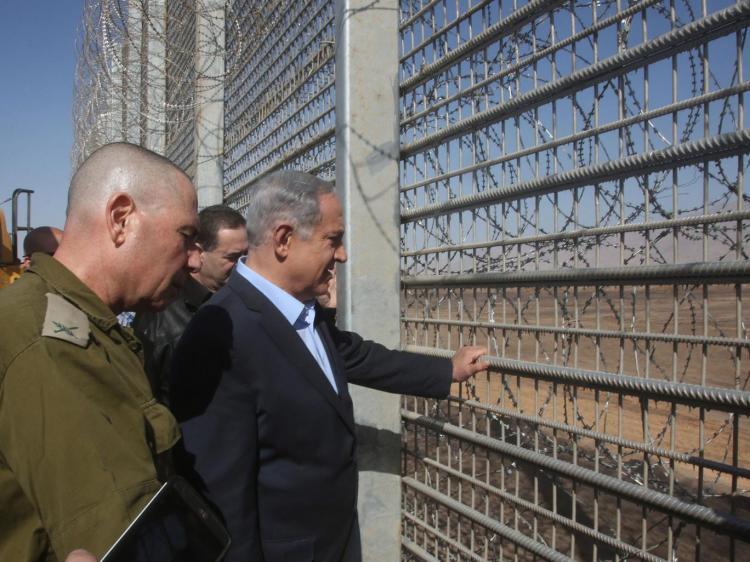 """Israel terá cerca nas fronteiras para se proteger de """"feras selvagens"""""""