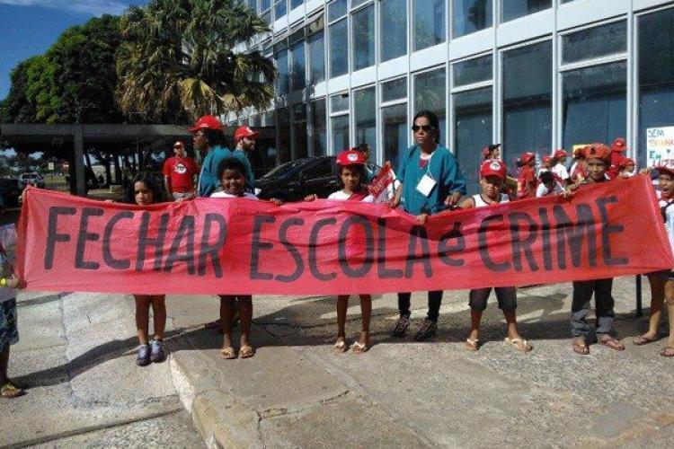 """CEBI-ES """"Fechar Escola é Crime!"""""""