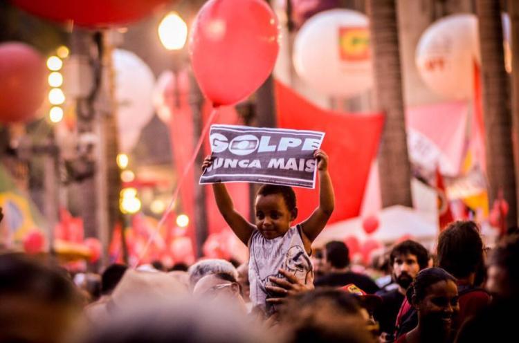 Todos os estados e o DF têm atos pró-Dilma e contra o impeachment