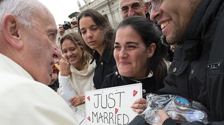 Papa abre Igreja a divorciados que voltaram a se casar