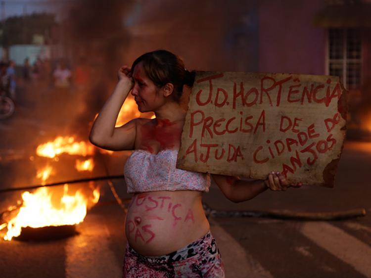 Diante do feminicídio brutal, sororidade brota na favela e são elas quem protestam