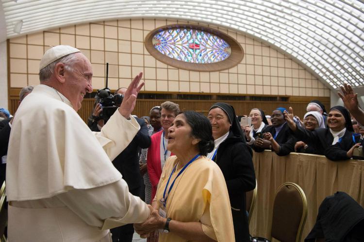 Papa Francisco abre a porta para que as mulheres façam casamentos e batizem