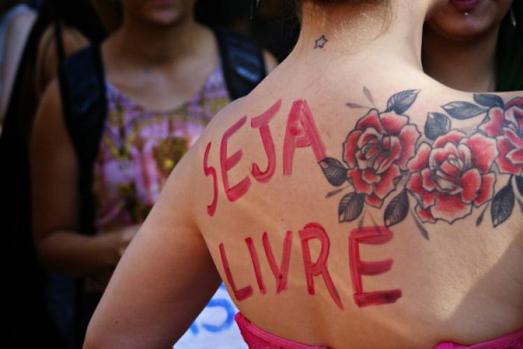 Nove em cada dez brasileiras sofreram assédio em público