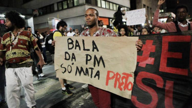 A cada 23 minutos, um jovem negro é assassinado no Brasil, diz CPI