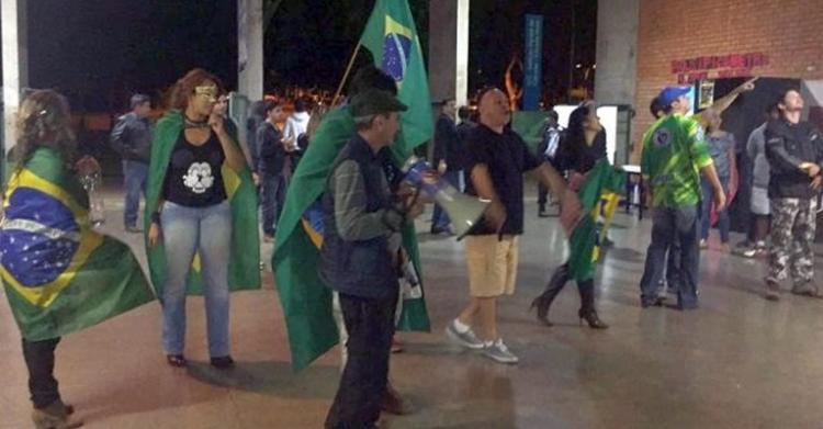 Universidade de Brasília é alvo de ataques de extremistas na noite de sexta (17)