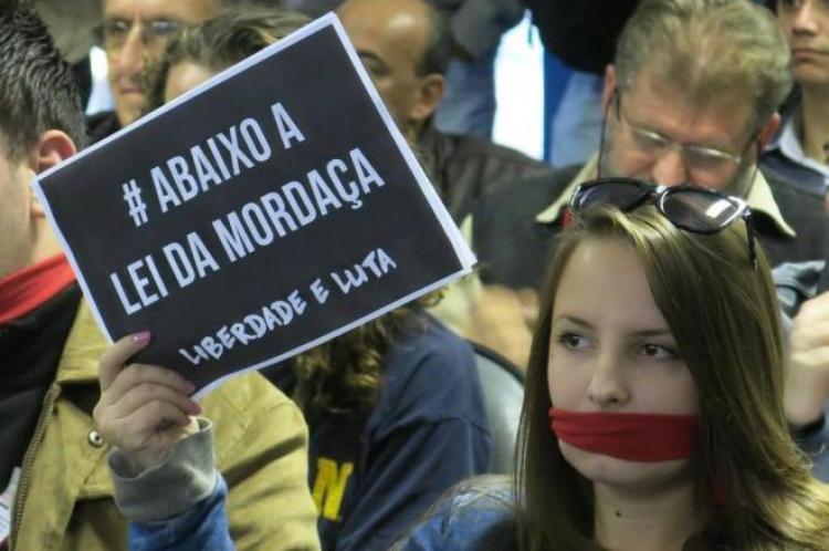 'Projeto Escola sem Partido é obscurantista e ameaça a liberdade'