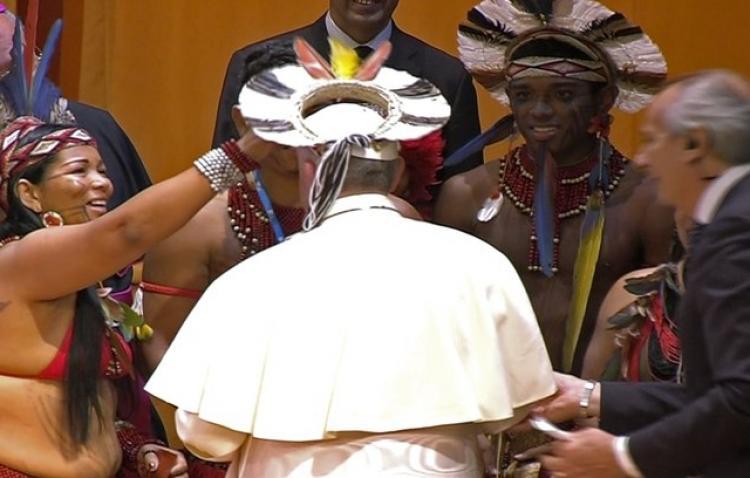 Papa defende dignidade de povos indígenas