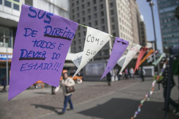 Servidores repudiam aprovação da PEC 241 pela CCJ: 'Serviço público vai acabar no governo Temer'
