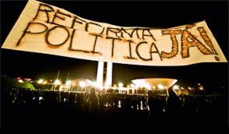 O importante nessa altura dos acontecimentos é que ninguém deixe de fazer política