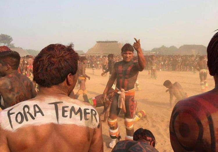 Povos indígenas do Xingu fazem protesto contra Temer em ritual