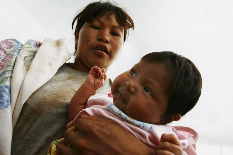 Mães indígenas menores de 16 anos poderão receber salário-maternidade