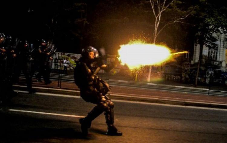 Em São Paulo, polícia responde com violência ao pedido de democracia