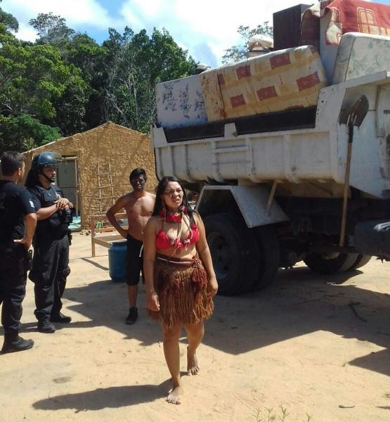 Famílias Pataxó são despejadas da Aldeia Aratikum para as margens da BR-367, na Bahia