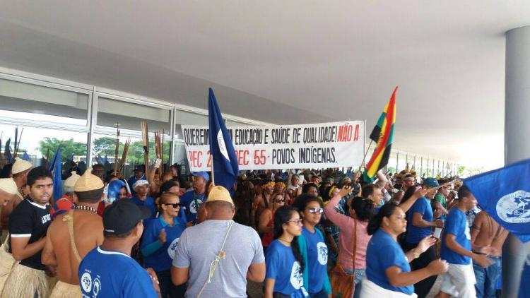 Indígenas, quilombolas e pescadores ocupam Palácio do Planalto contra a PEC 241-55
