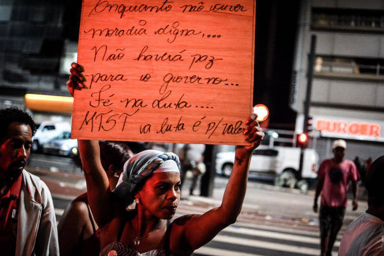 MTST ocupa Avenida Paulista por políticas públicas de habitação