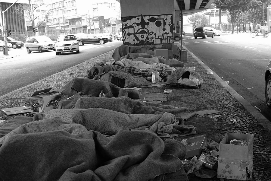 Número de moradores de rua com curso superior cresce 75% em 1 ano no RJ