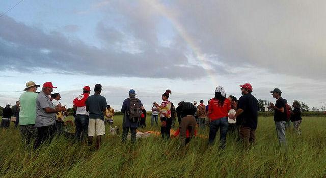 Trabalhadores rurais reocupam terras desviadas para Eike Batista no Rio de Janeiro