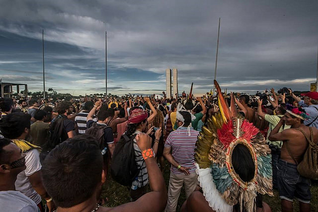 Mobilização Nacional Indígena contra relatório da CPI da Funai e Incra, em abril / Mídia NINJA