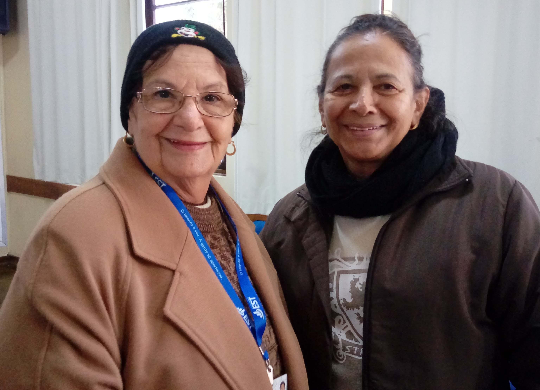 Maria dos Anjos e Vaninha durante a especialização em Assessoria Bíblica.