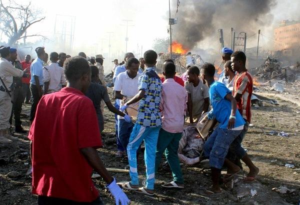 Somália sofre pior atentado da história com quase 300 mortos