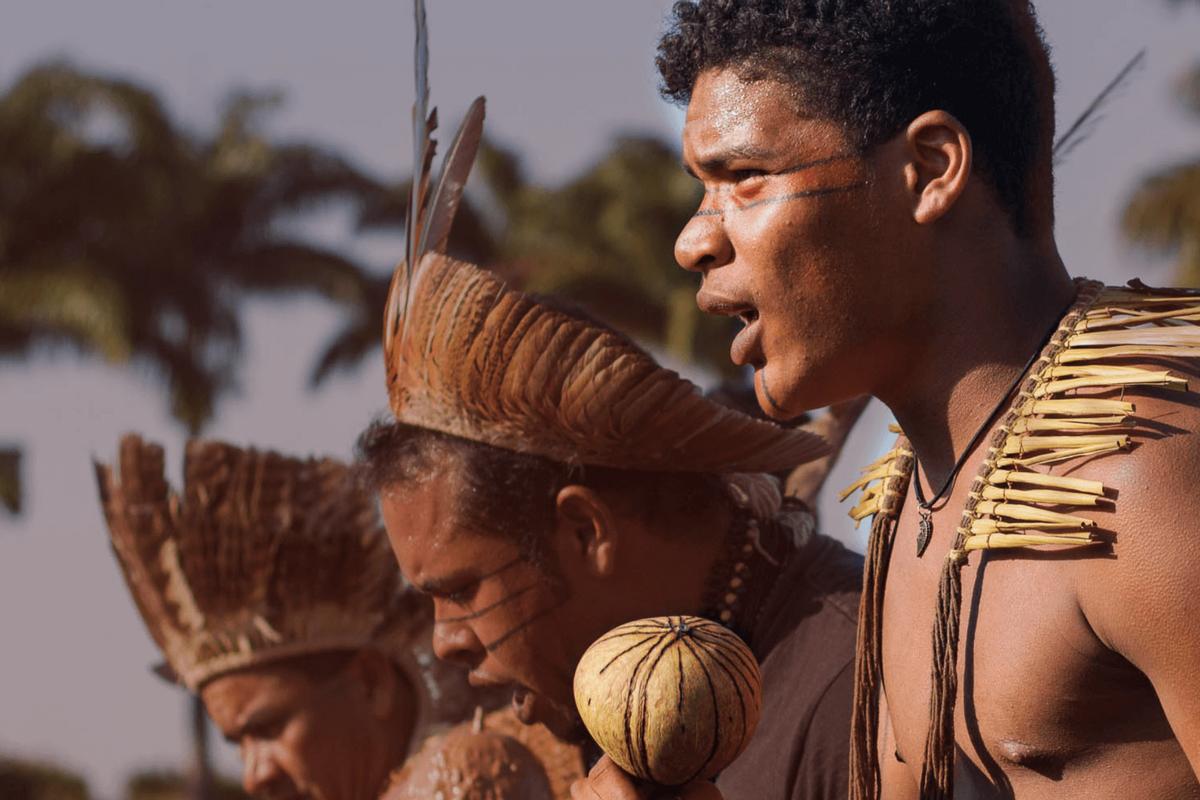 Foto: indígenas marcham pela revogação do parecer