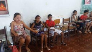 Crianças durante o encontro.